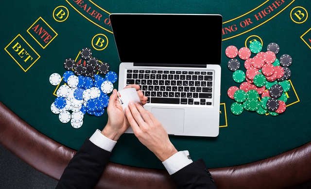 Play Blackjack Online and In the Casino